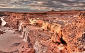 desert_waterfall